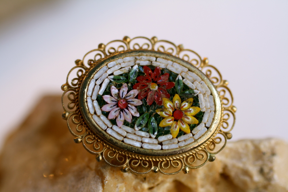 Micro+Mosaic+White+Oval+Flowers+Gold+Plated+Vintage+Pin_01.jpg