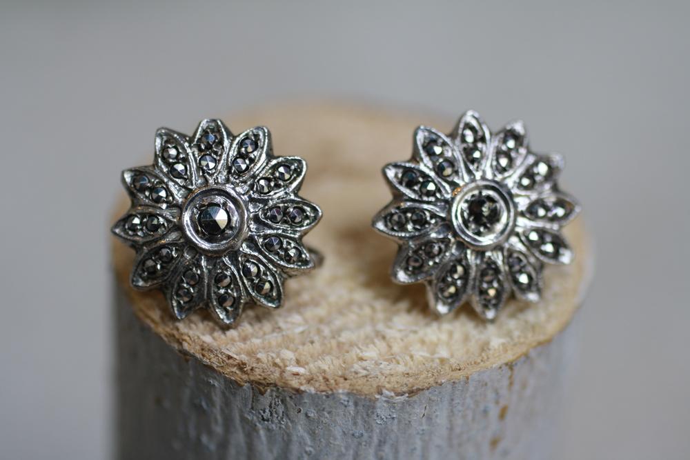 Flower+Black+Rhinestone+Earrings_02.jpg