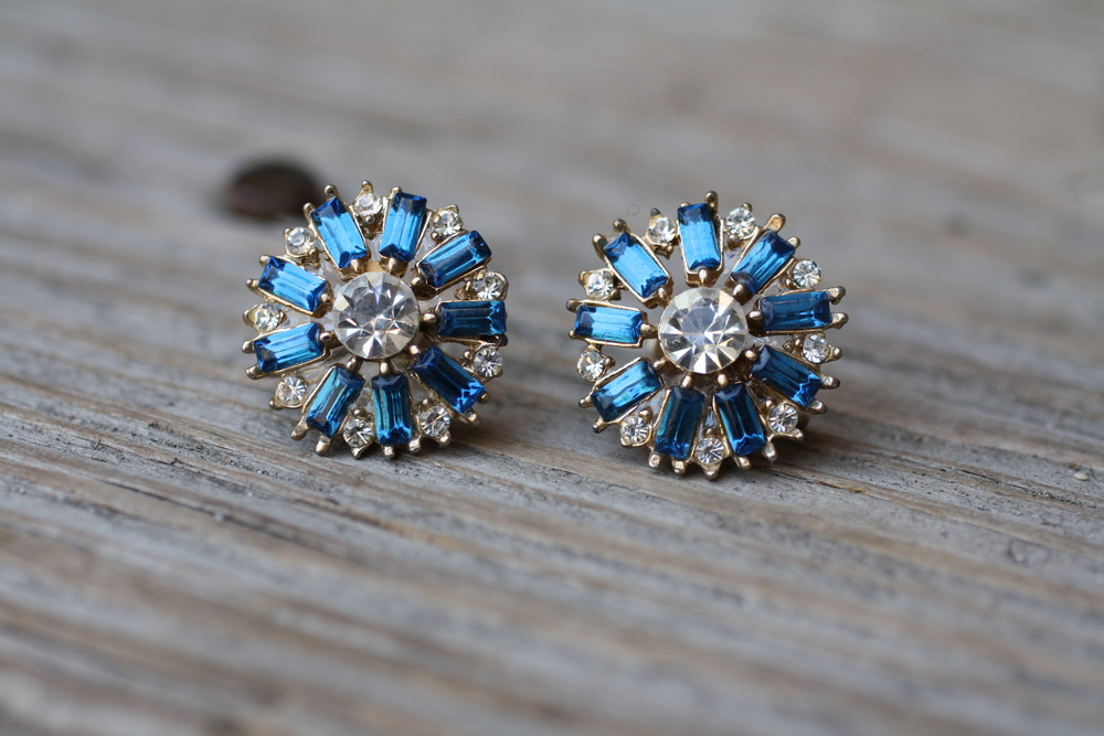 Blue+Rectangle+White+Rhinestone+Vintage+Earrings_01.jpg