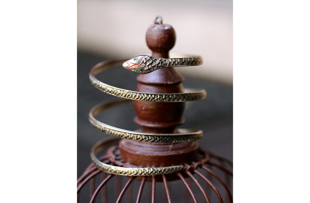 Snake+Base+Metal+Painted+Coil+Vintage+Bracelet_02.jpg