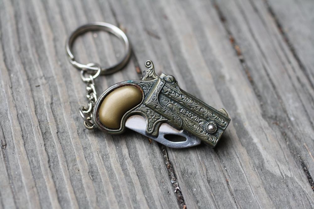 Knife+Gun+Brass+Keychain+Vintage_02.jpg