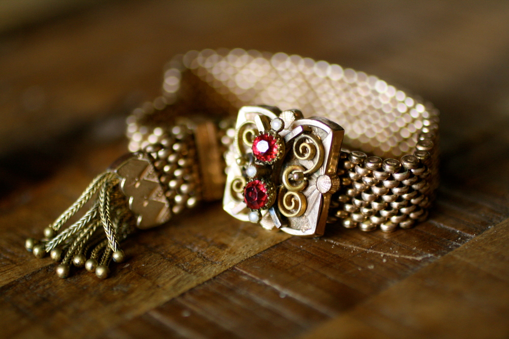 Victorian+GF+Textured+Square+w+Red+Rhinestone+&+Pearls+-Adjustable+Mesh+Vintage+Bracelet_04.jpg