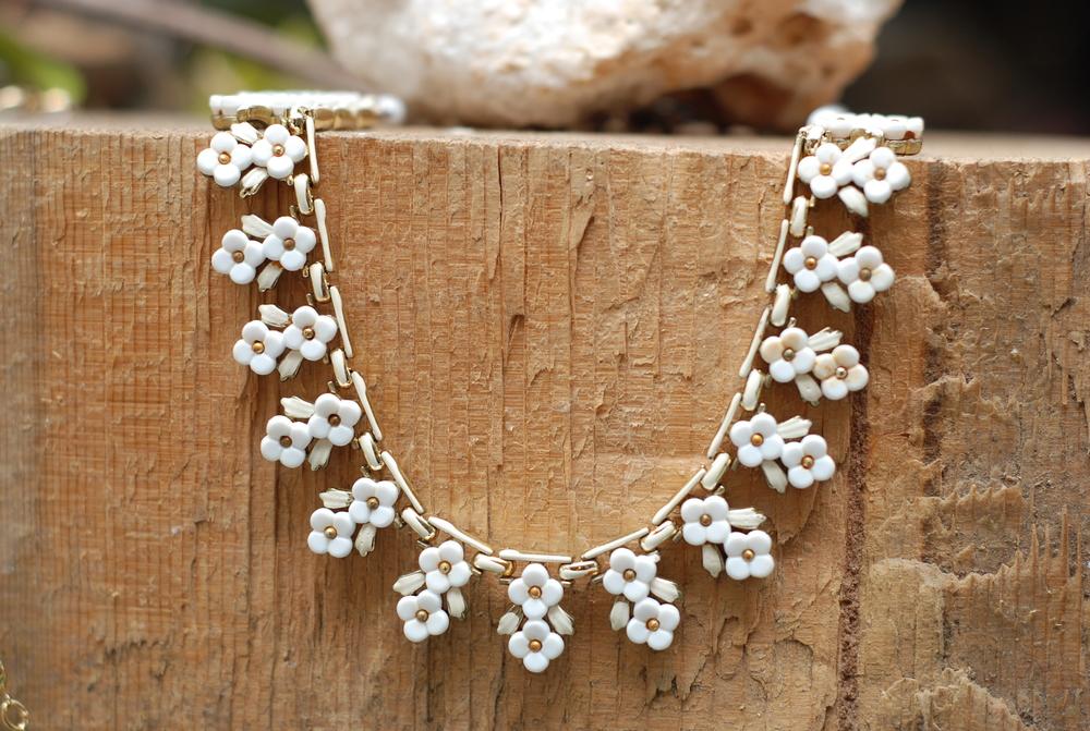 White+Double+Floral+Motif+Vintage+Necklace_07.jpg