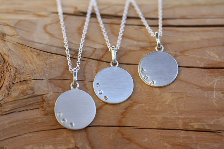Custom+Necklace+Triple+Diamond+Brushed+SS+Disk+SS+Chain+Necklace_01.jpg