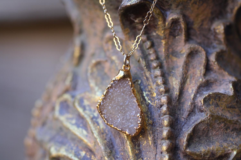 Sandy+Triangular+Druzy+Vintage+Inspired+Chain+Necklace_08.jpg