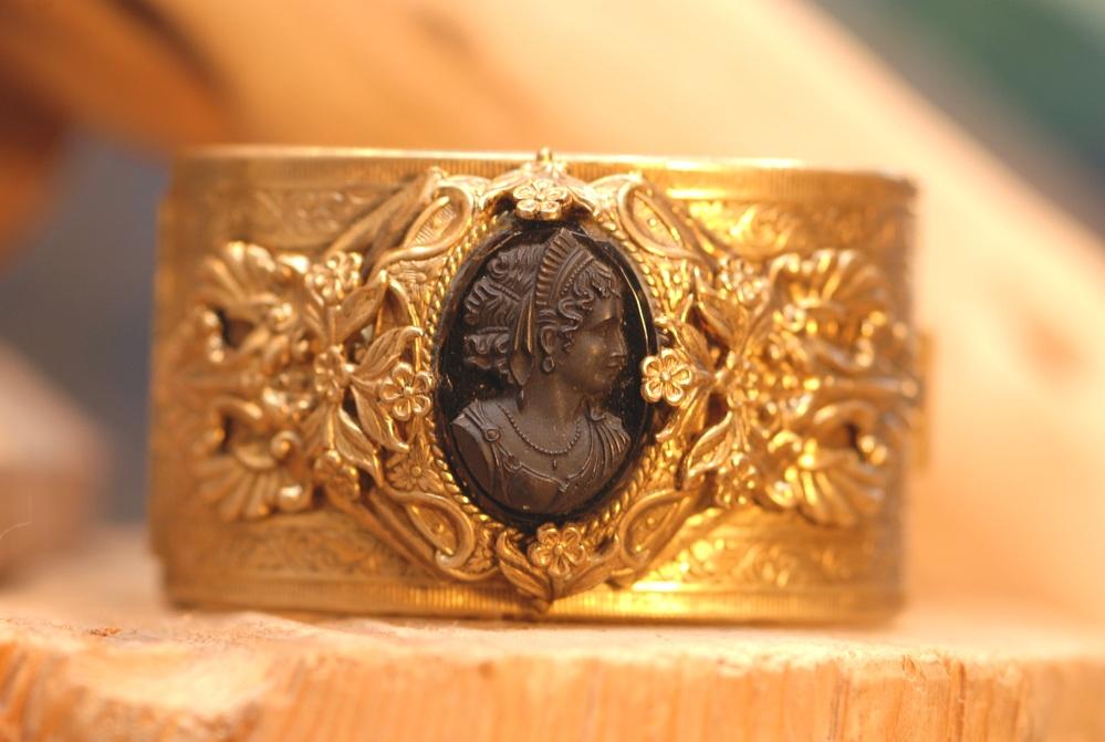 Black+Oval+Cameo+Ornate+Gold+Cuff_01.jpg