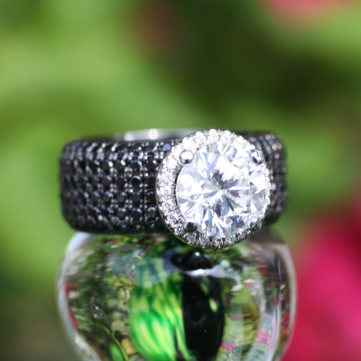 Large+Diamond+with+Black+Pave+Diamond+Band18.jpg