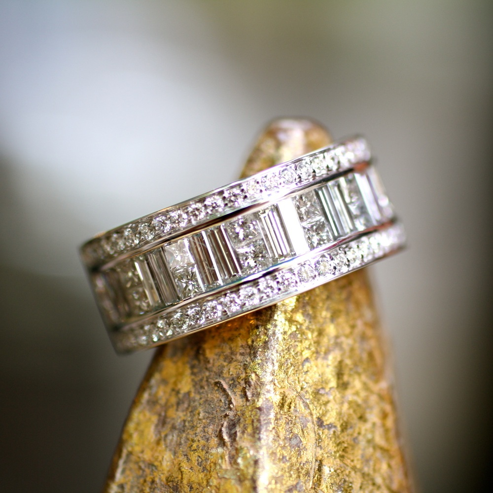 Sal+&+Kristine+-+Emerald+Square+Round+White+Diamond+-+WG+Ring_02.jpg