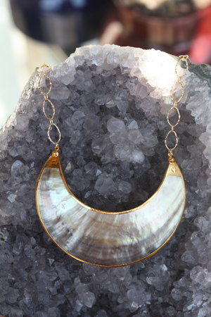 Shell+Curved+Choker+Necklace_08.jpg
