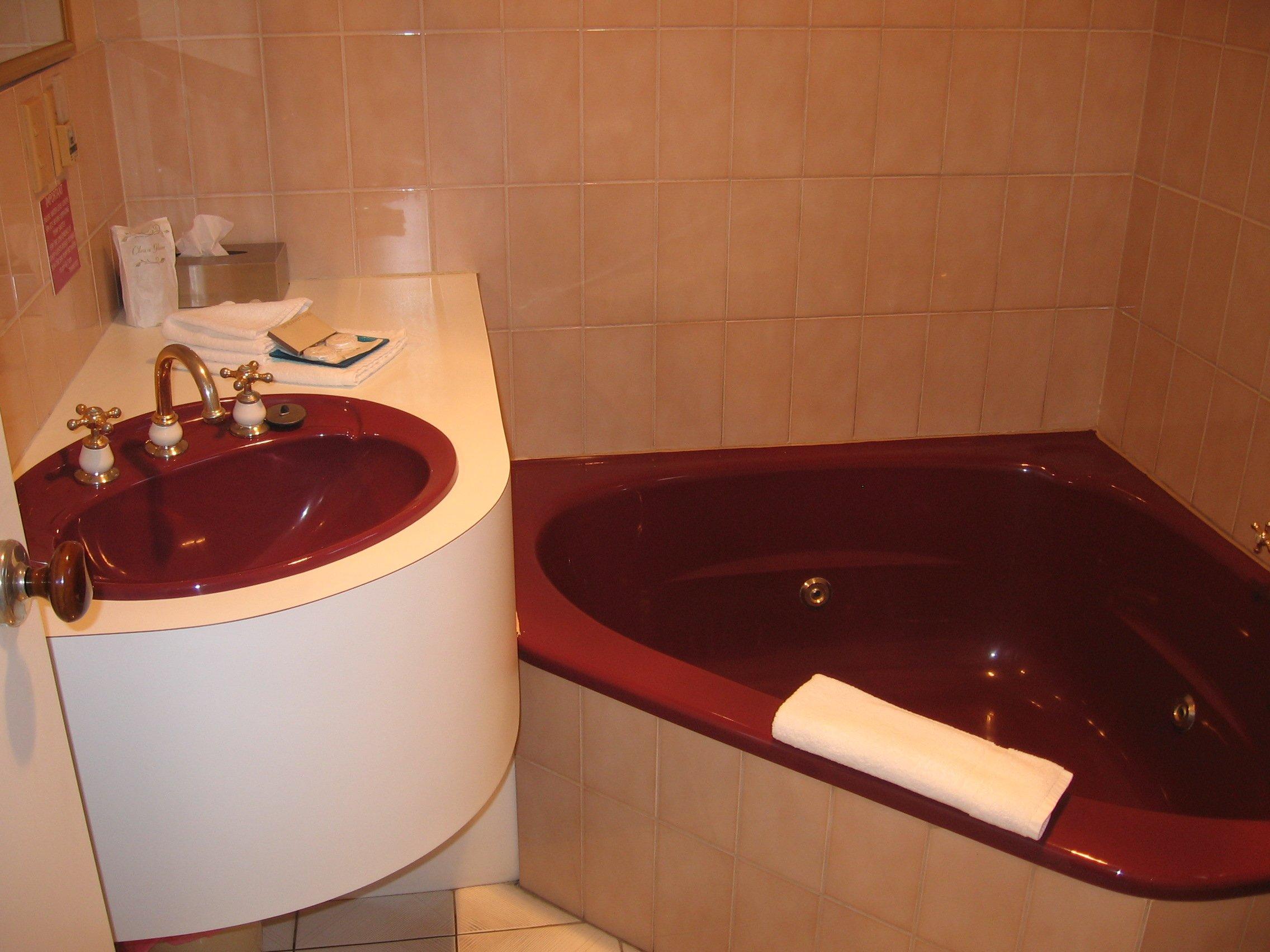 Spa bath motel room Bright, Victoria