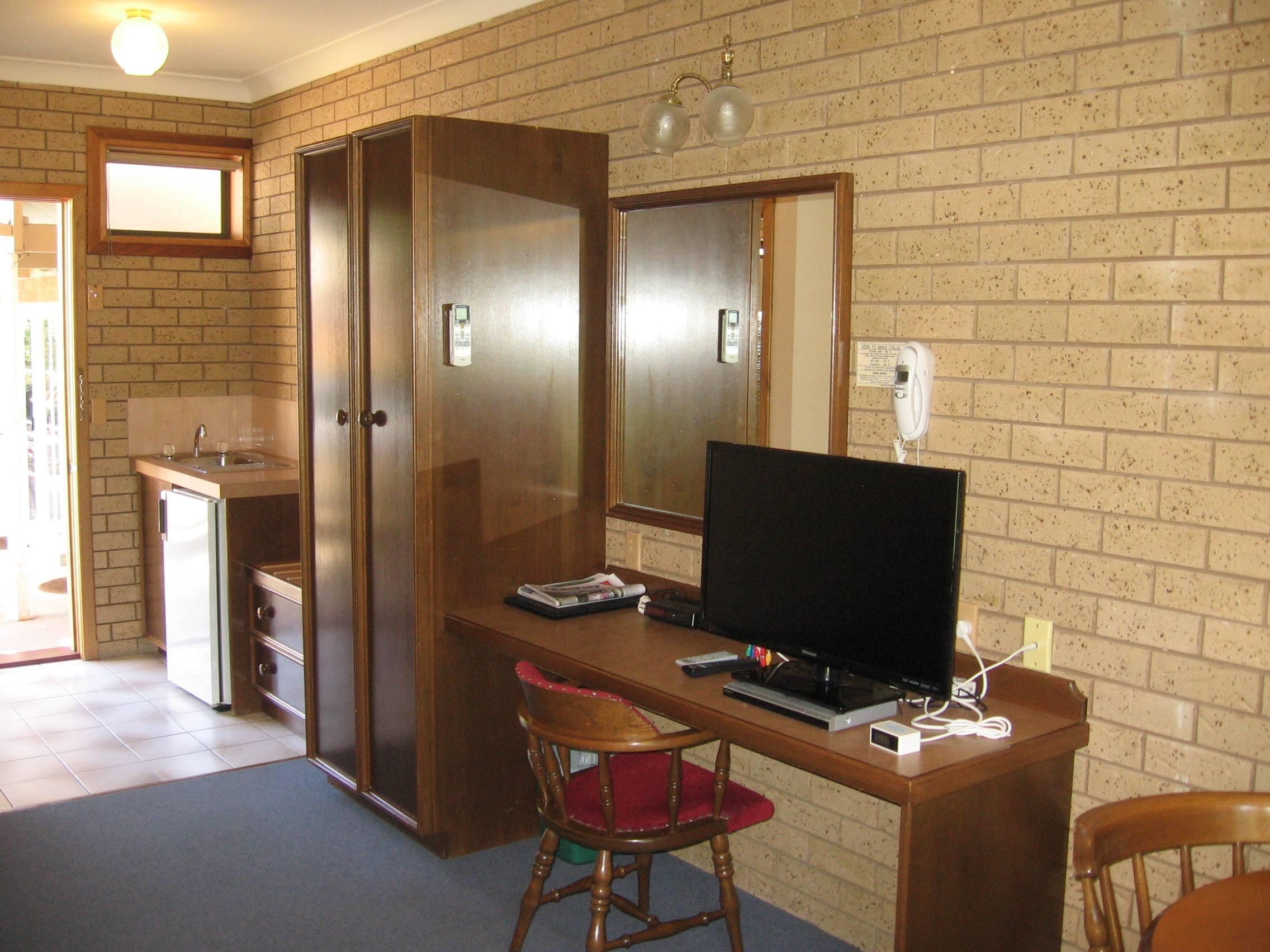 2.5 star room John Bright Motor Inn