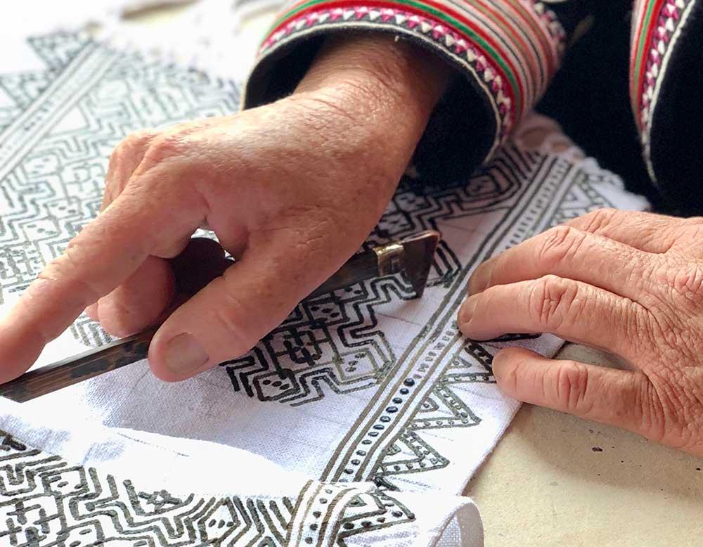 batik-hand-1000x778.jpg