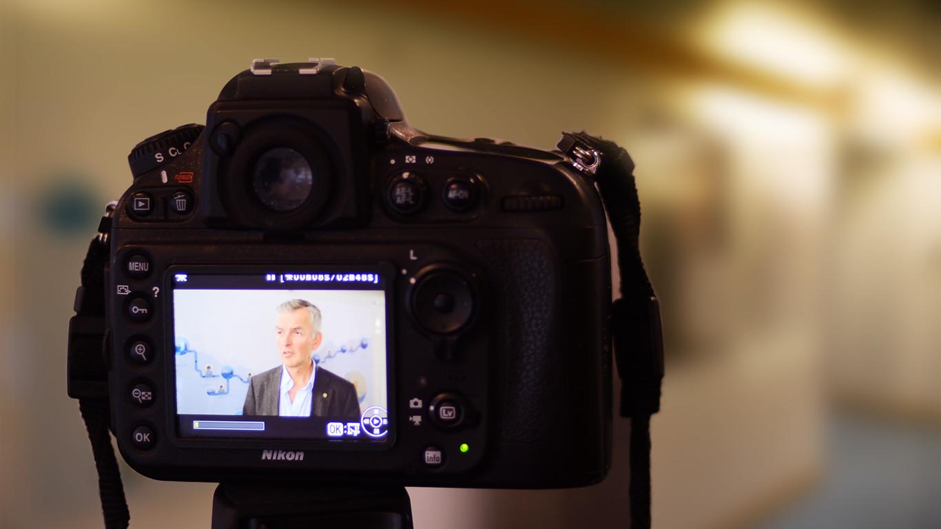 Adm.dir Gaute tjørhom under øvelse - der han ble intervjuet om en fiktiv hendelse i selskapet.