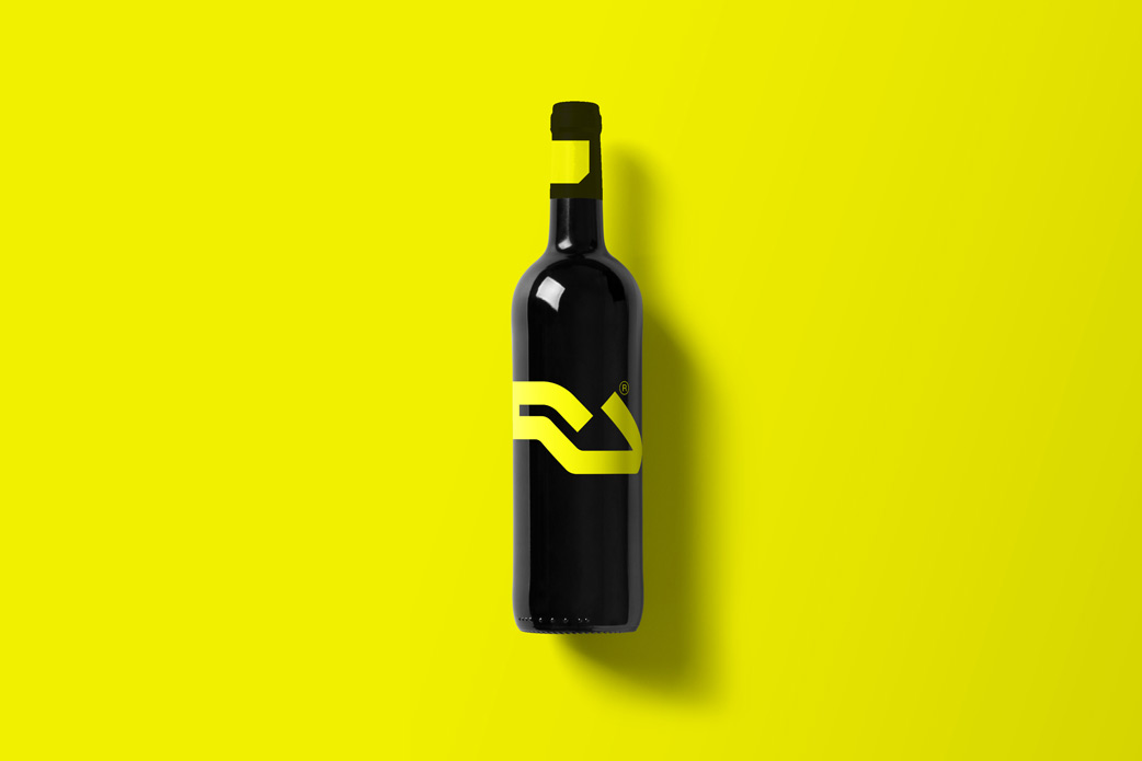 Wine-Bottle-Mockup_Ra.jpg