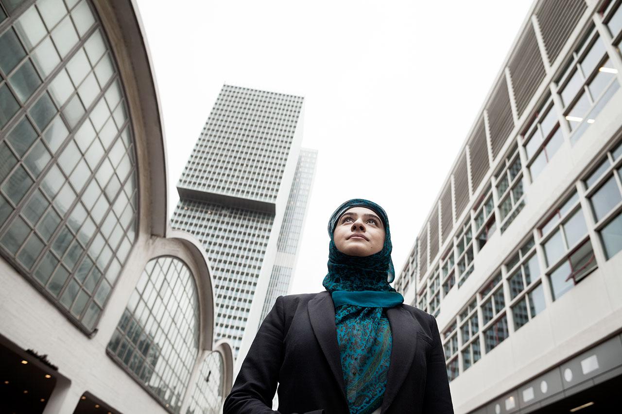 Curve - De Psycholoog: Fatima Hossain, wereldburger