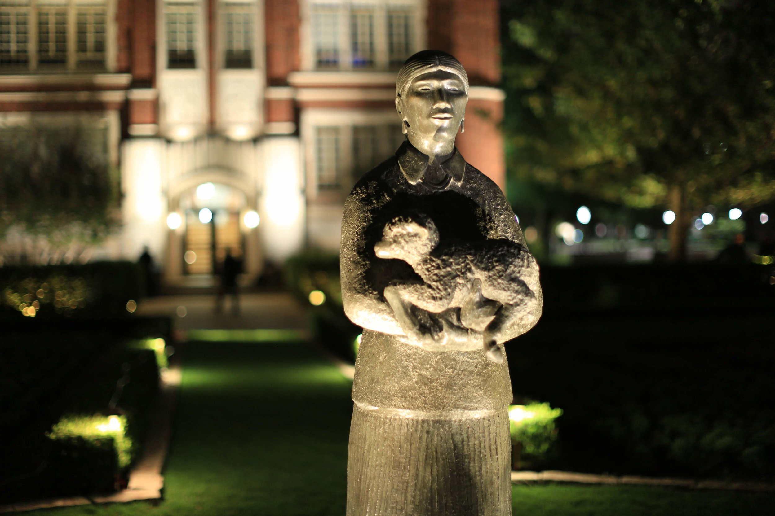 Helmerich Memorial Garden, Shepherdess Statue, University of Oklahoma, Student Work, Intensive Course 2018 - LIT Award, Landscape Lighting Category, 2018