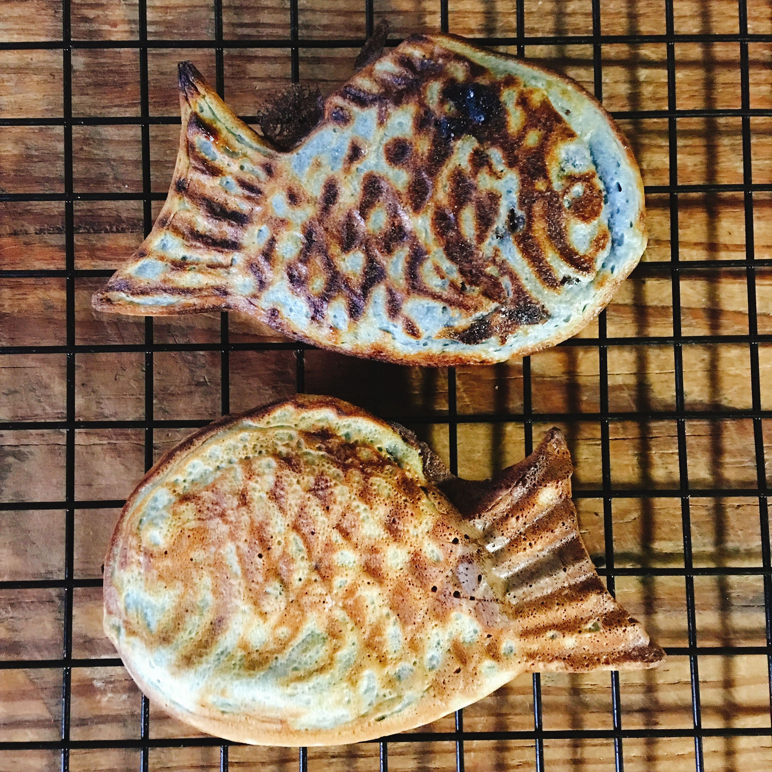 poi boong-uh-bbang (red bean stuffed waffle)