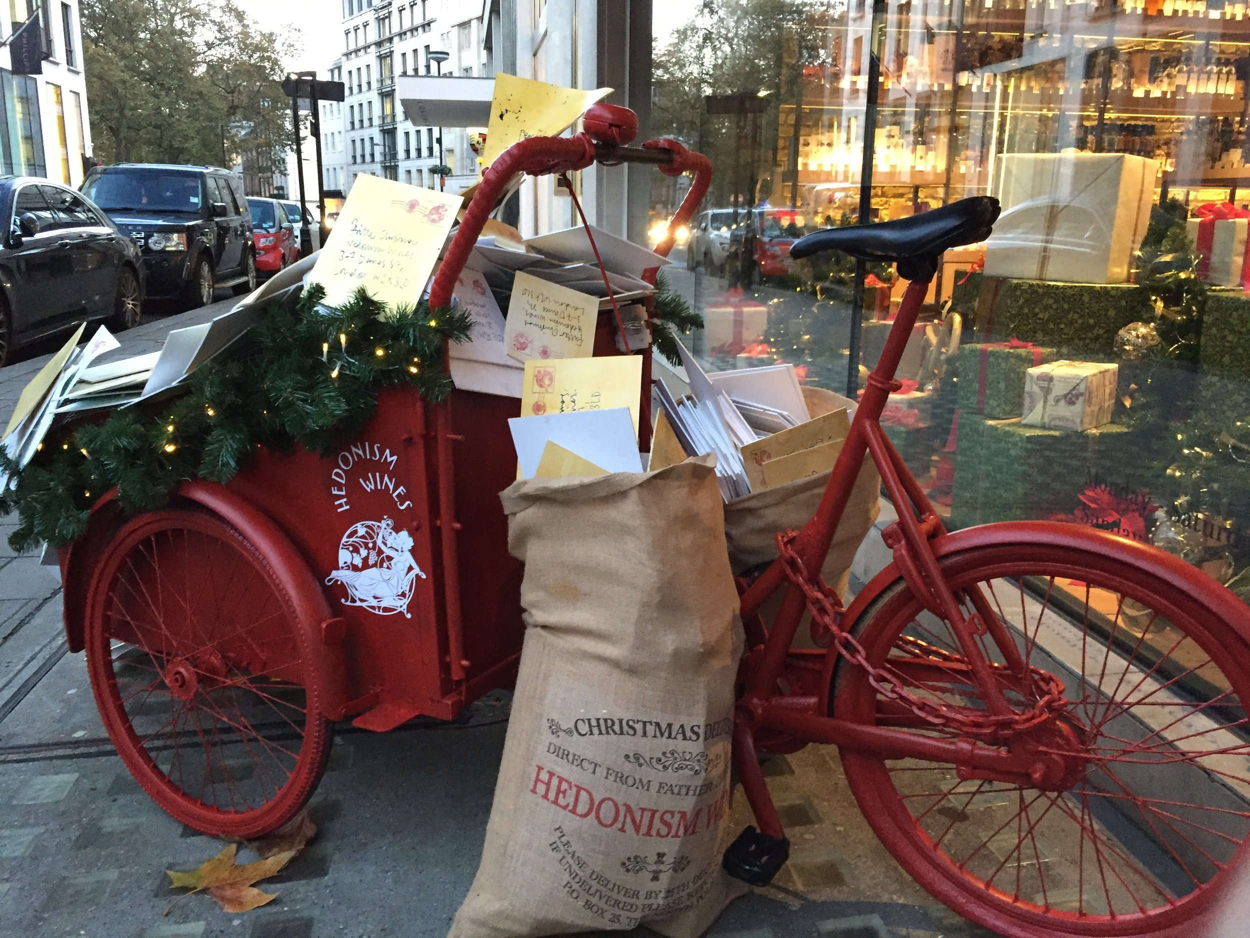 hedonism-wines-xmas-window-delivery