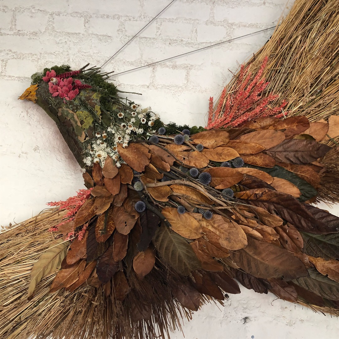 NATURAL WOODLAND - We have utilised natural woodland twigs, wild flowers, leaves and moss to fabricate sculptures. Our window shop display for James Purdey & Sons featured a stag, pheasant and grouse as well as some scenic painted highland backdrops using only eco friendly all natural materials