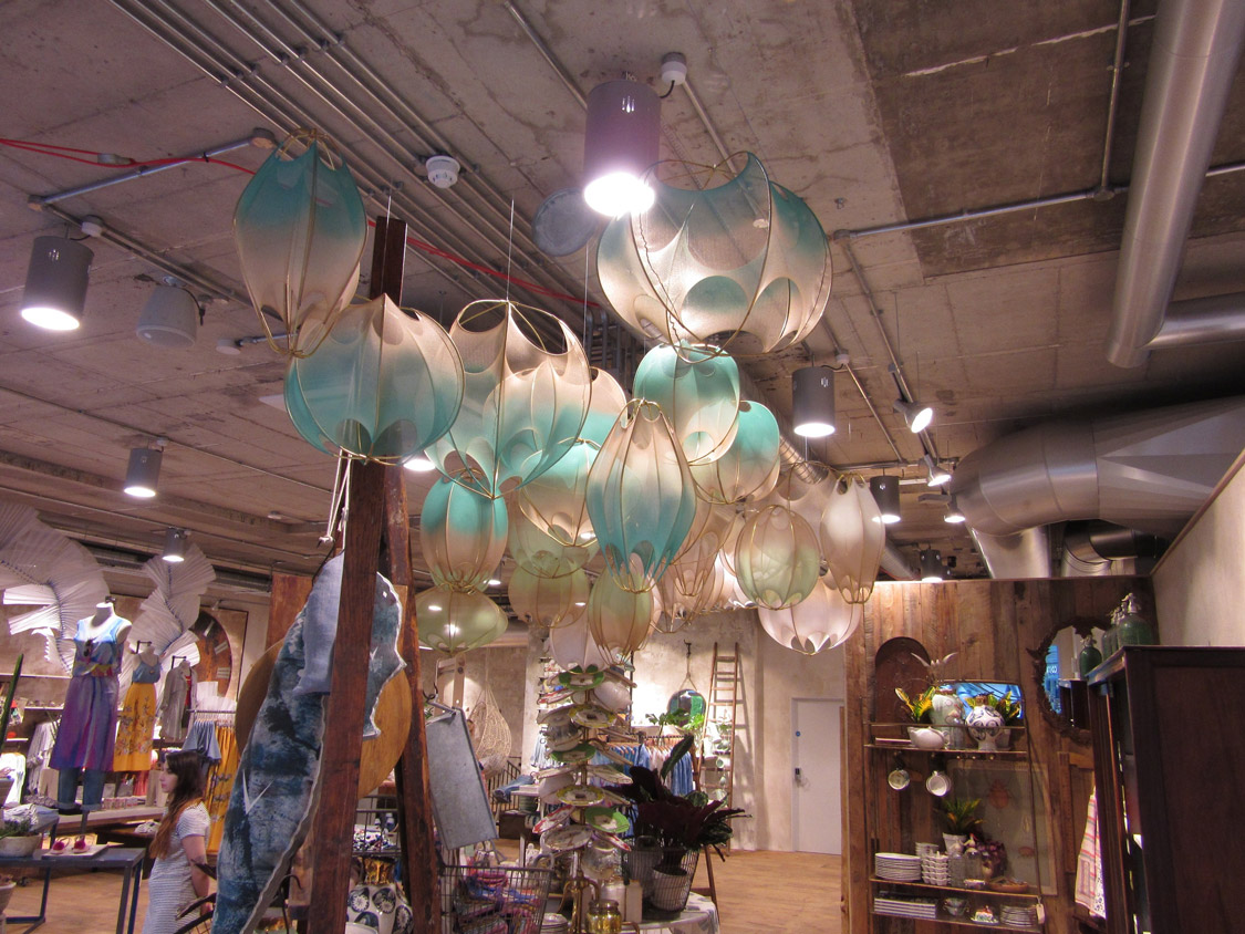 anthropologie-visual-merchandise-display-5