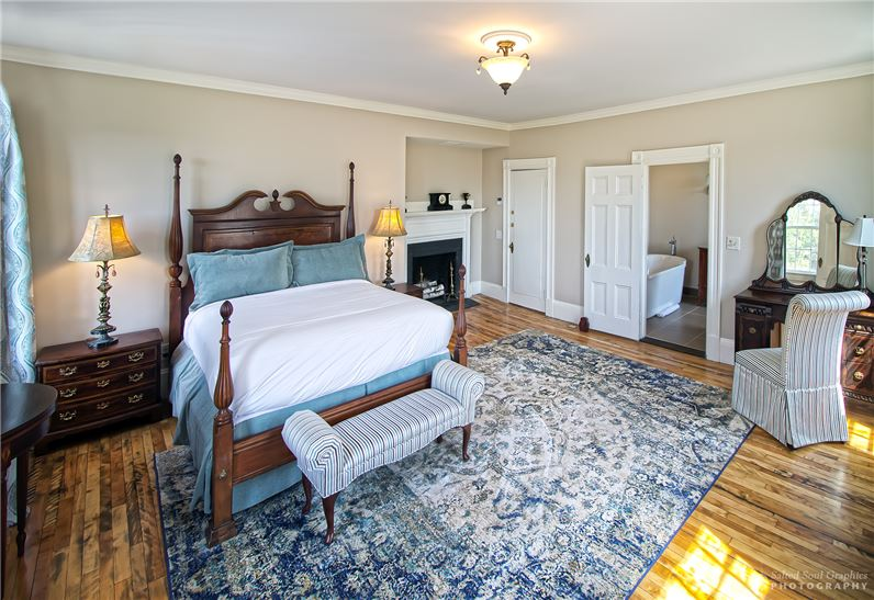 Windsor Mansion Inn Guest Room 1.jpg