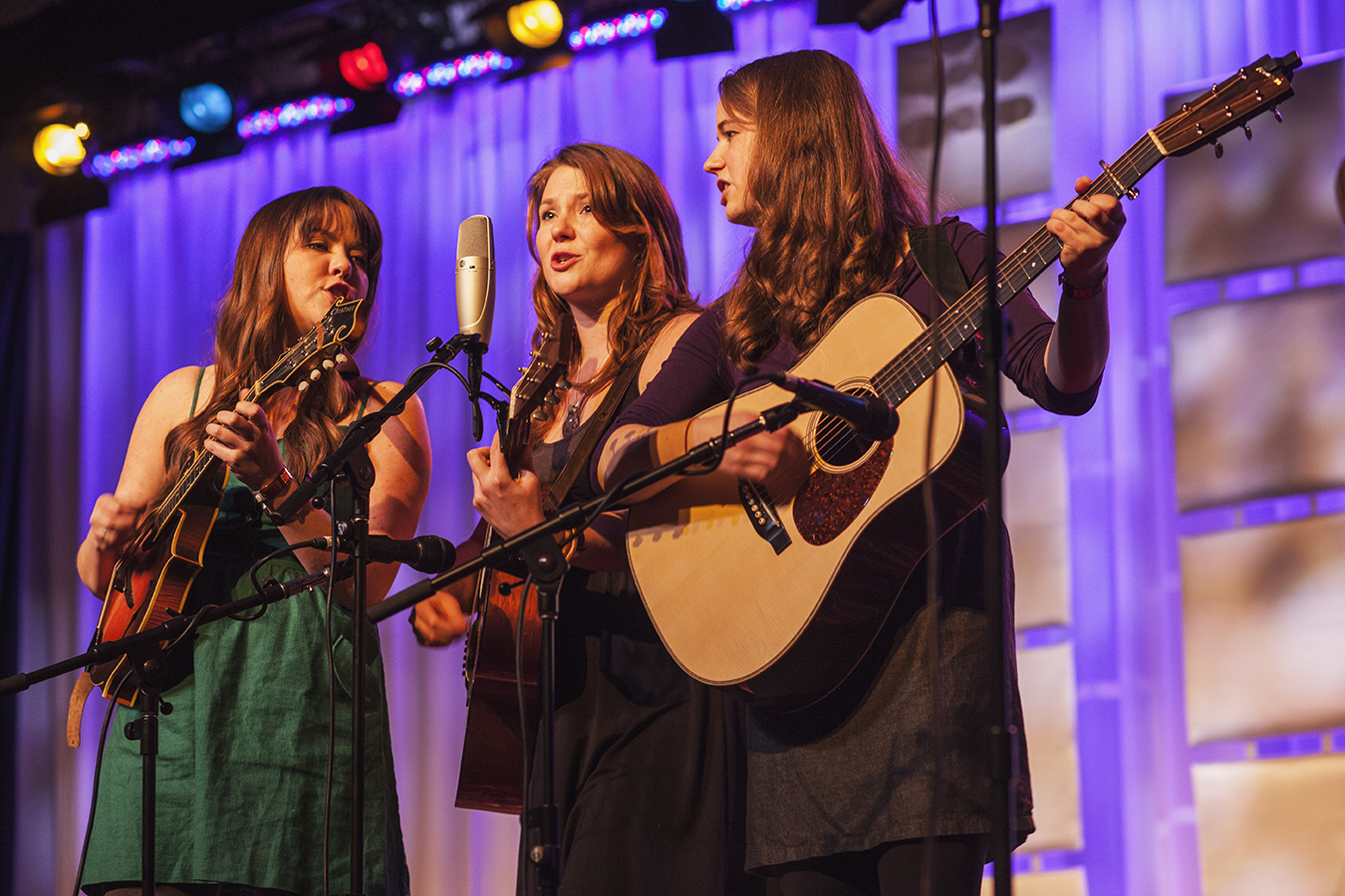 Jenni Lyn Gardner, Celia Woodsmith, and Courtney Hartman with Della Mae