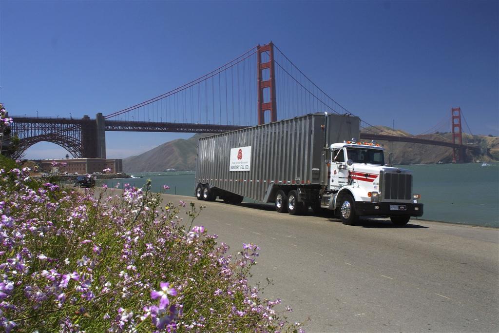 LNG truck GG bridge.jpg