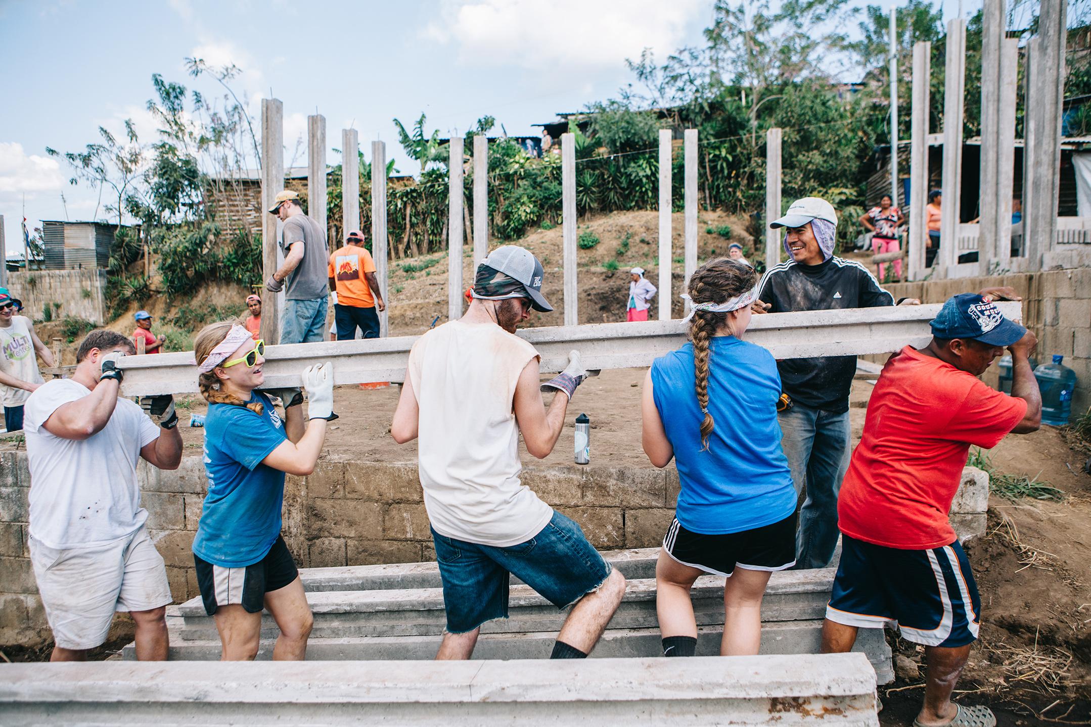 Carrying support posts. Talnique, El Salvador
