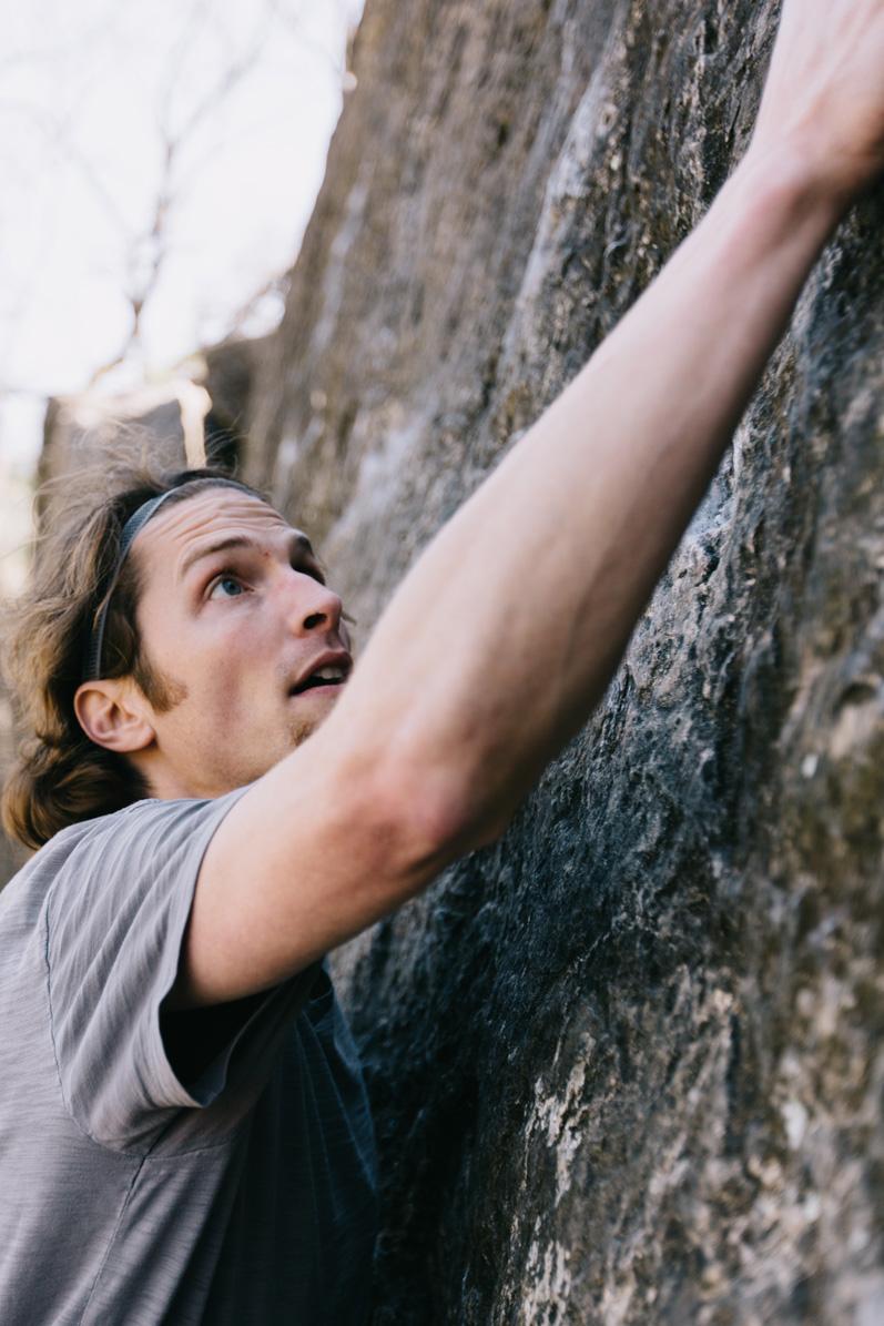 CindyGiovagnoli_photographer_outdoor_climbing_adventure_Texas_Austin_BullCreekPark_bouldering-017.jpg