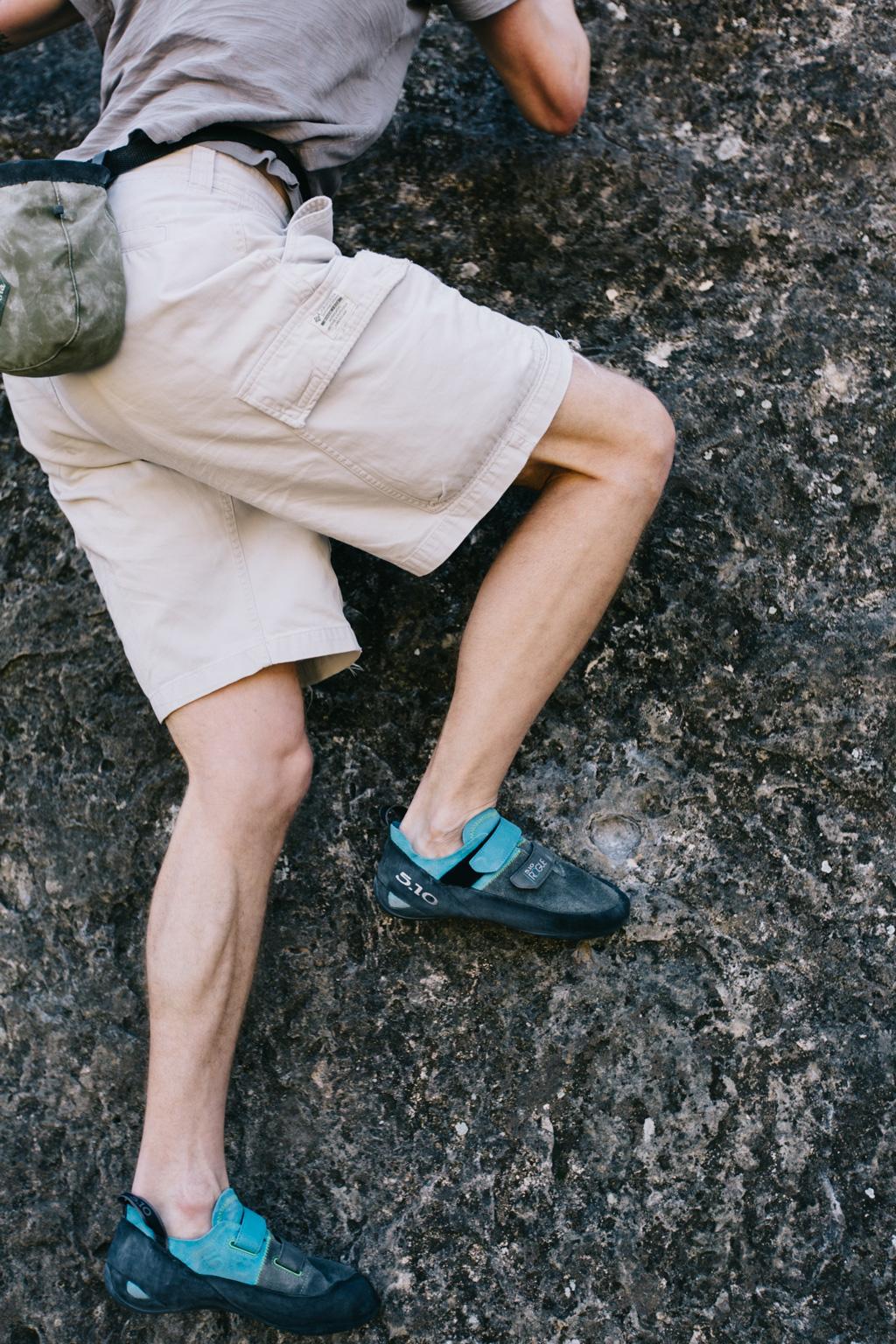 CindyGiovagnoli_photographer_outdoor_climbing_adventure_Texas_Austin_BullCreekPark_bouldering-018.jpg