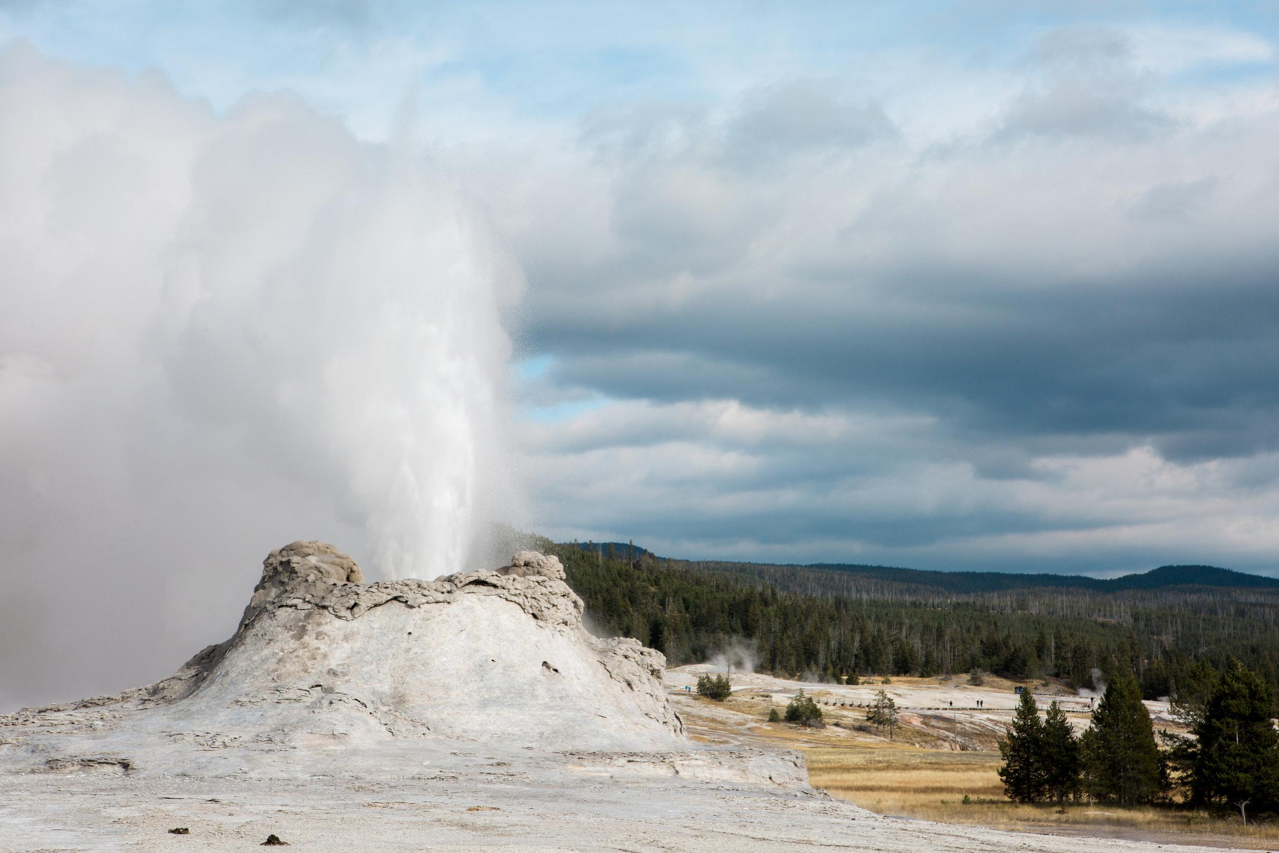 CindyGiovagnoli_outdoor_adventure_photography_Grand_Teton_Yellowstone_Glacier_National_Park_Montana_Wyoming_South_Dakota_Mount_Rushmore_Badlands-005.jpg
