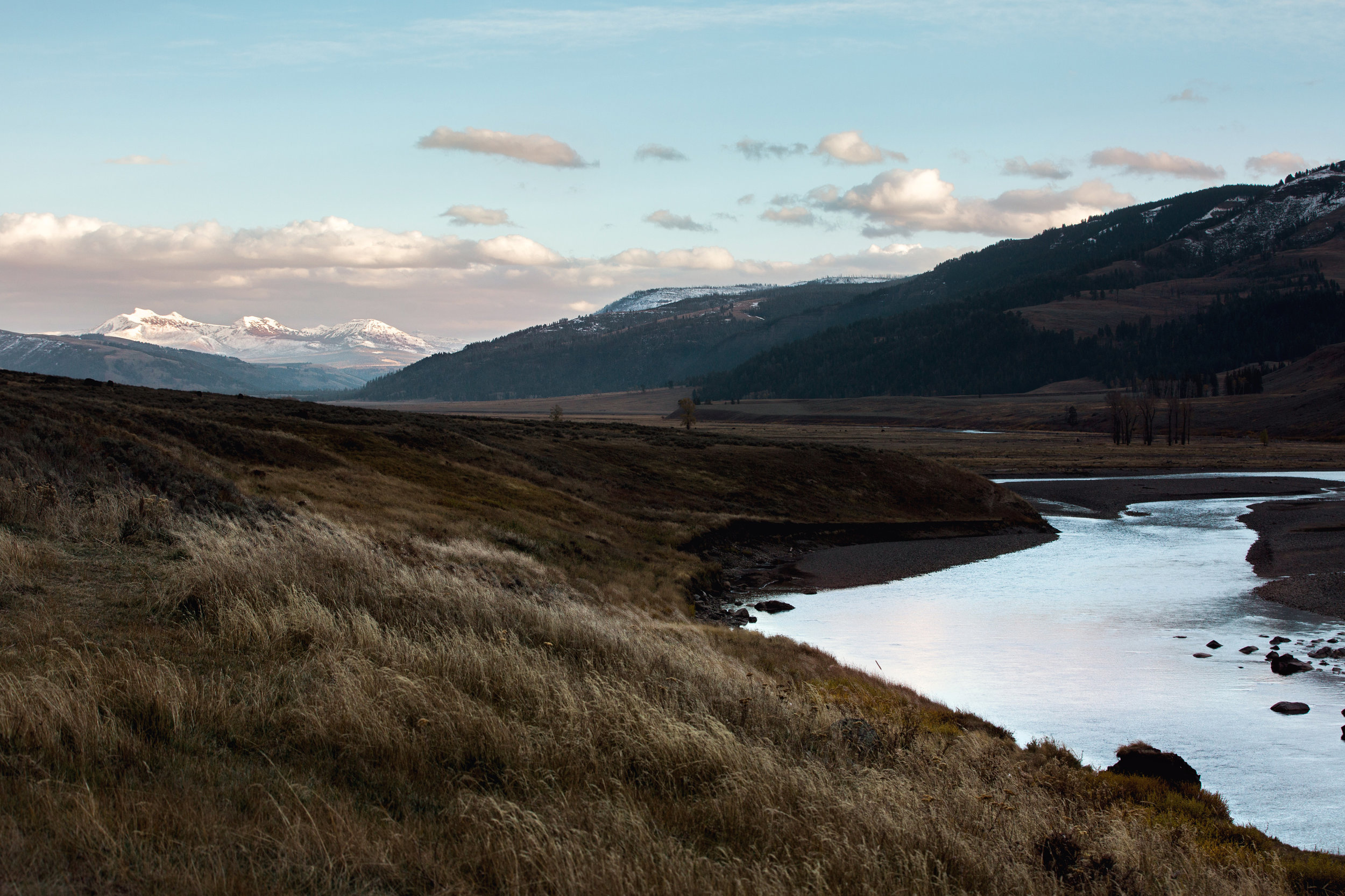 CindyGiovagnoli_Yellowstone_National_Park_Wyoming_Montana_mountains_sunset_roadtrip_river.jpg