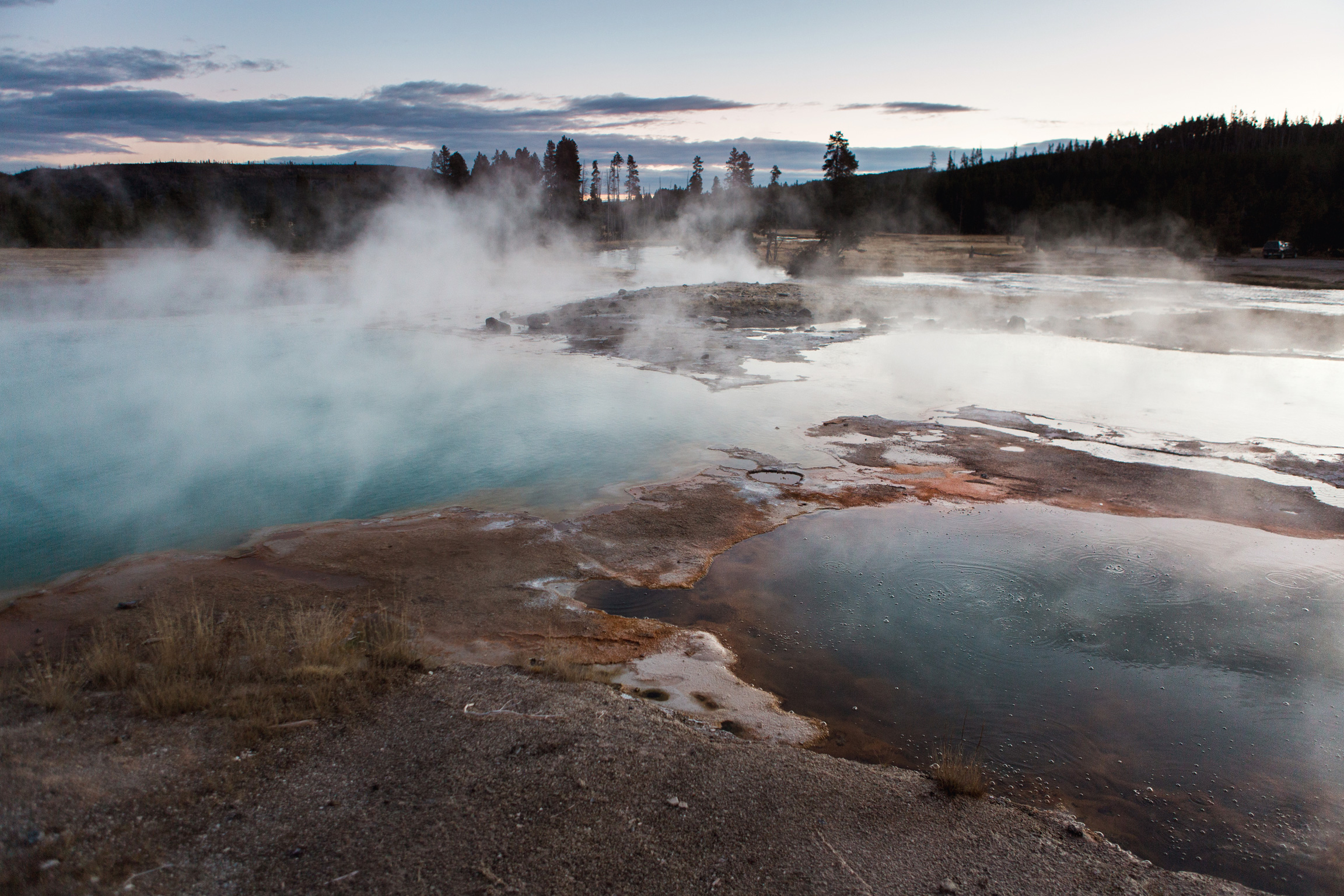 CindyGiovagnoli_road_trip_Yellowstone_National_Park_Montana_Wyoming_hot_springs_geyser_Old_Faithful_Grand_Prismatic-014.jpg