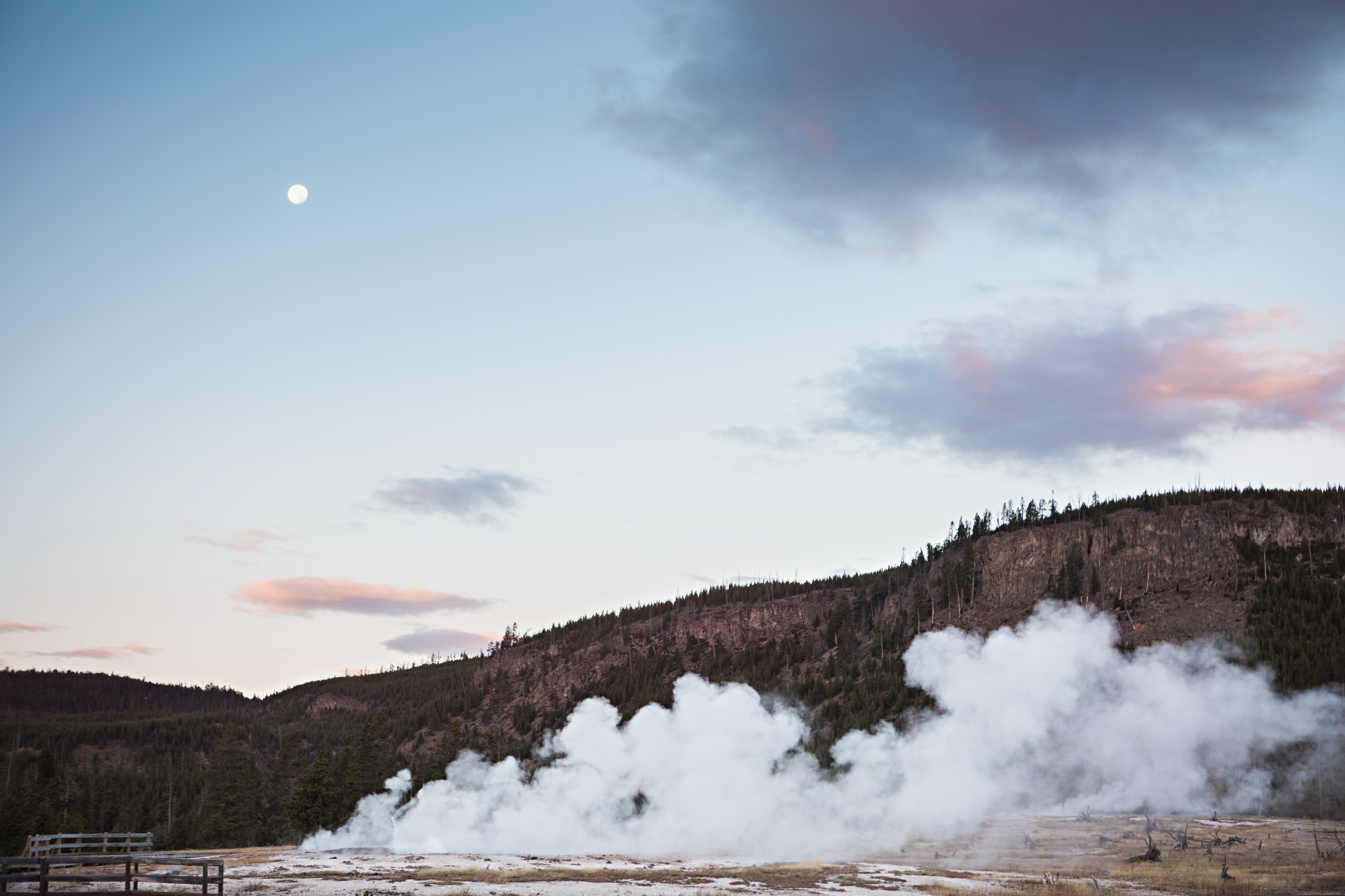 CindyGiovagnoli_road_trip_Yellowstone_National_Park_Montana_Wyoming_hot_springs_geyser_Old_Faithful_Grand_Prismatic-017.jpg