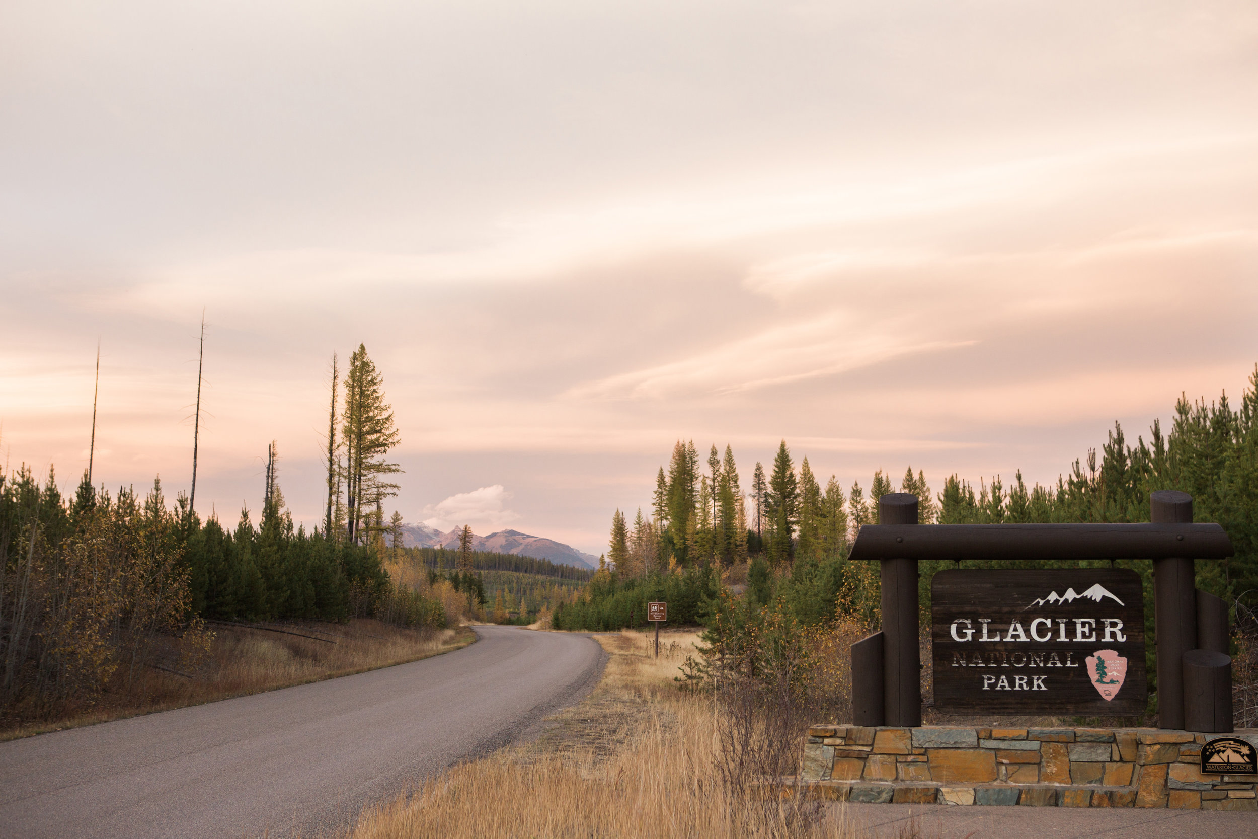 CindyGiovagnoli_Glacier_National_Park_Montana_mountains_lake_fall_autumn_road_trip-017.jpg