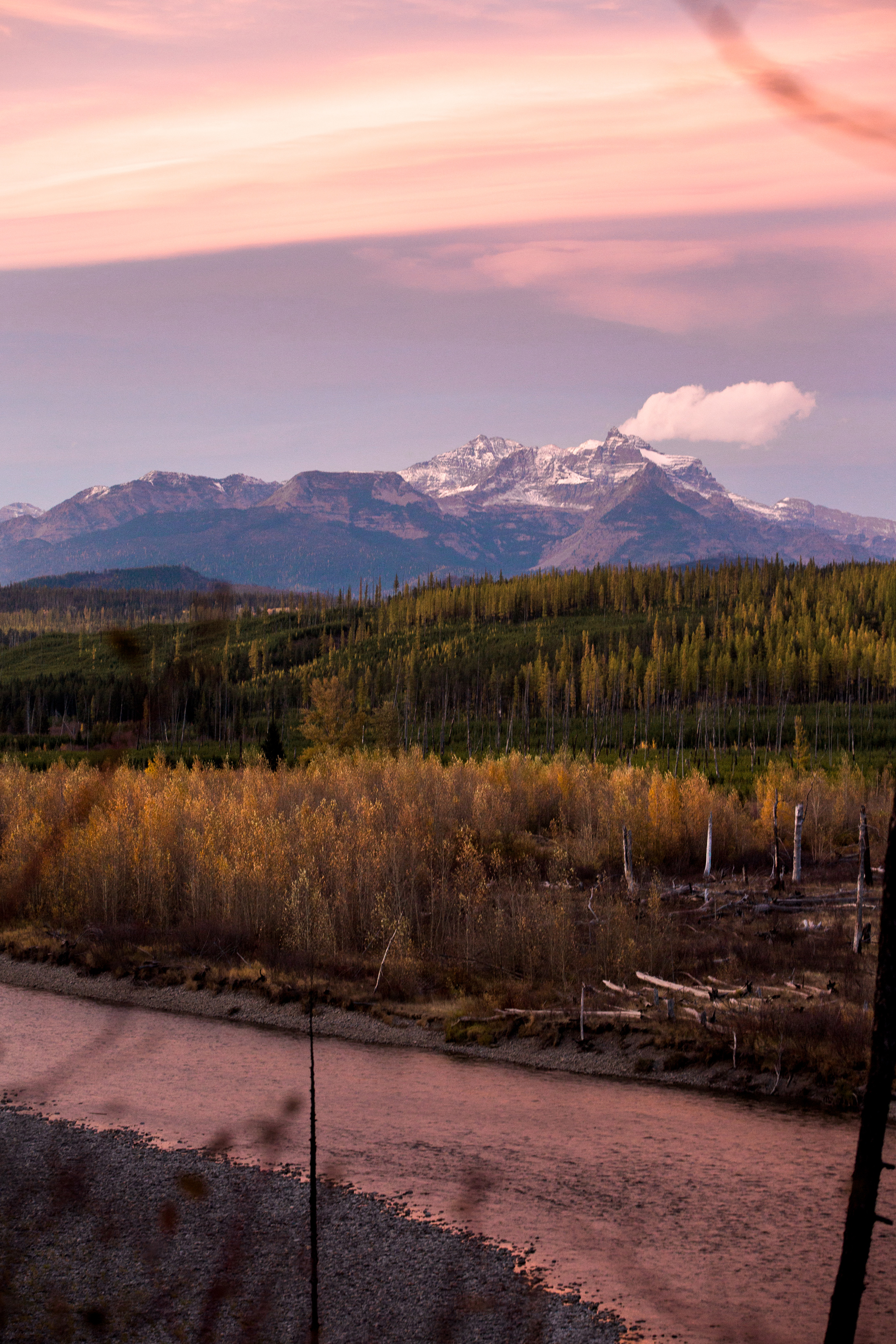 CindyGiovagnoli_Glacier_National_Park_Montana_mountains_lake_fall_autumn_road_trip-021.jpg