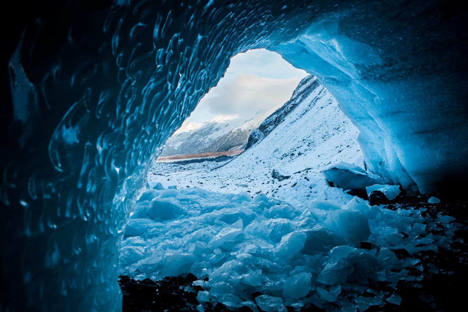 CindyGiovagnoli_hiking_glacier_Anchorage_snow_winter_ByronGlacier_Alaska-027.jpg