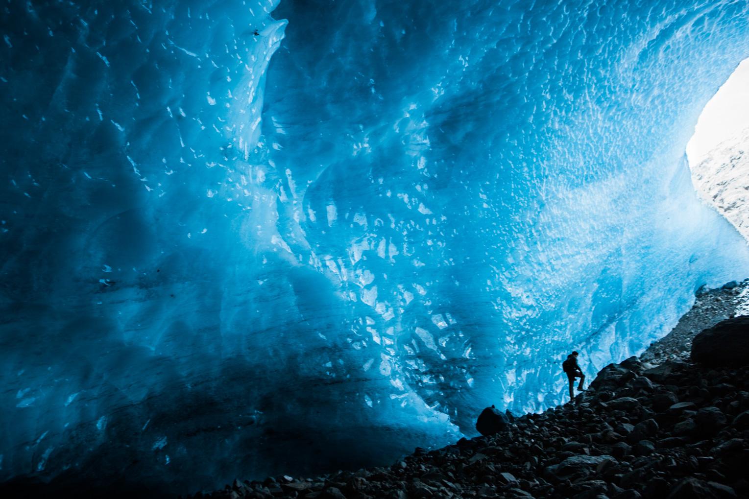 CindyGiovagnoli_hiking_glacier_Anchorage_snow_winter_ByronGlacier_Alaska-044.jpg