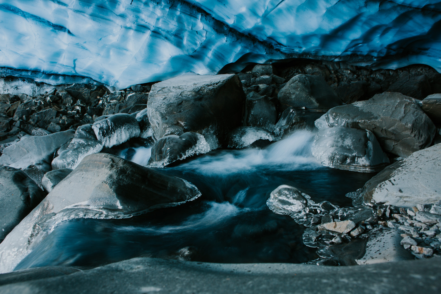 CindyGiovagnoli_hiking_glacier_Anchorage_snow_winter_ByronGlacier_Alaska-050.jpg