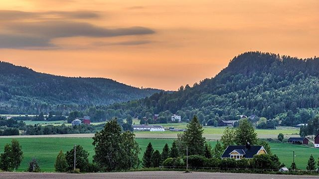 Prästmon just north of Kramfors, Sweden. Haven't had this type of sunset this year though. The picture was taken two years back... ⠀ #sunset #swedishlandscape #sweden #prästmon #ångermanland #högakusten #pentaxk3