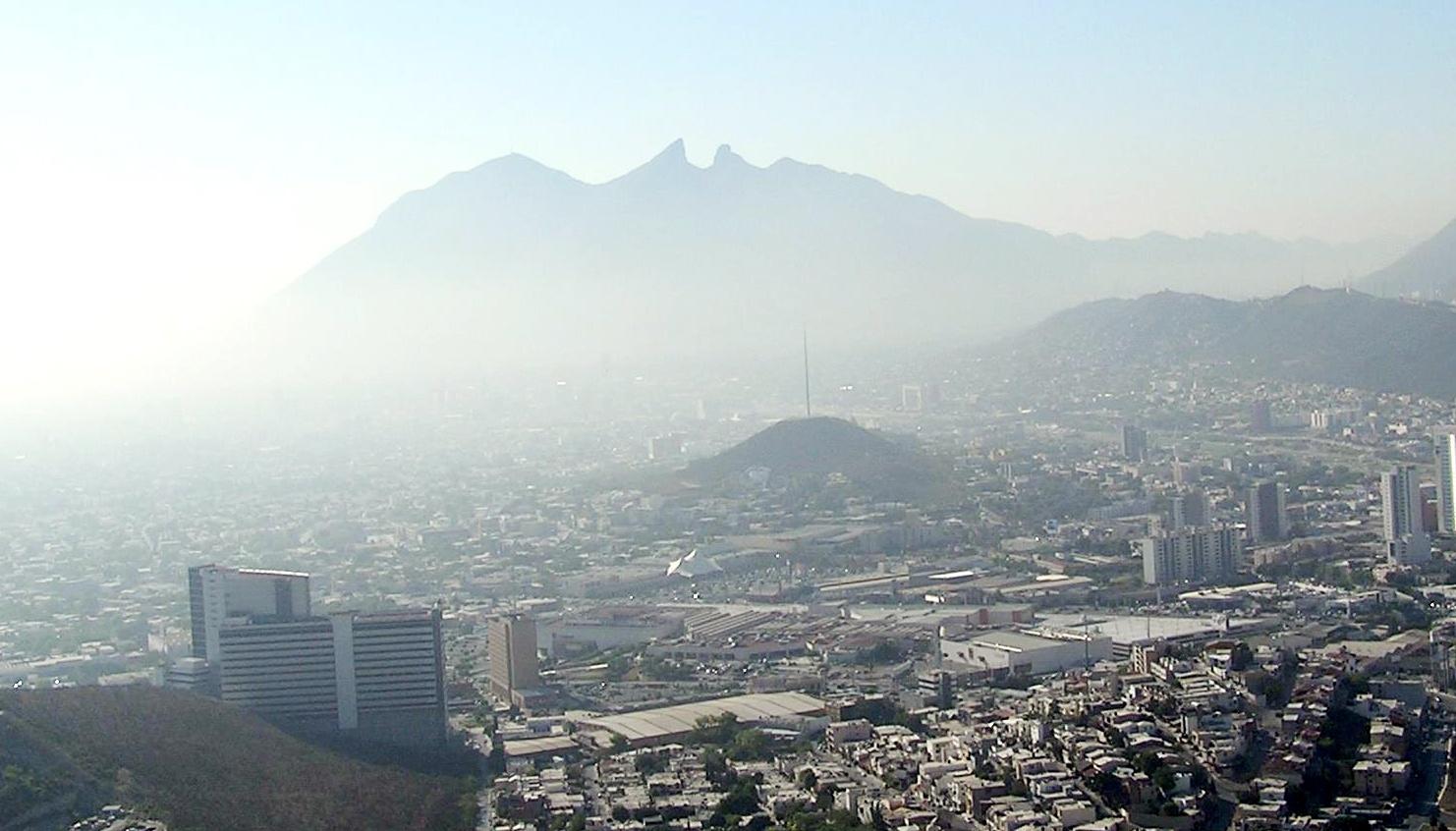 La contaminación del aire en MTY causada en parte por las industrias contaminantea