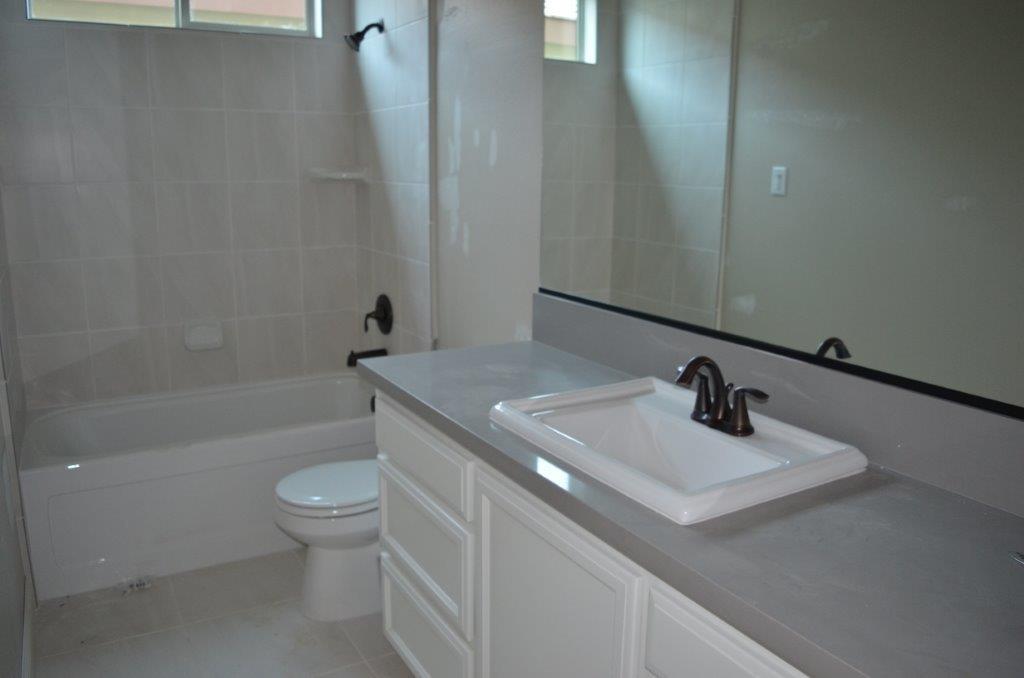 16 - Bath 3.jpg