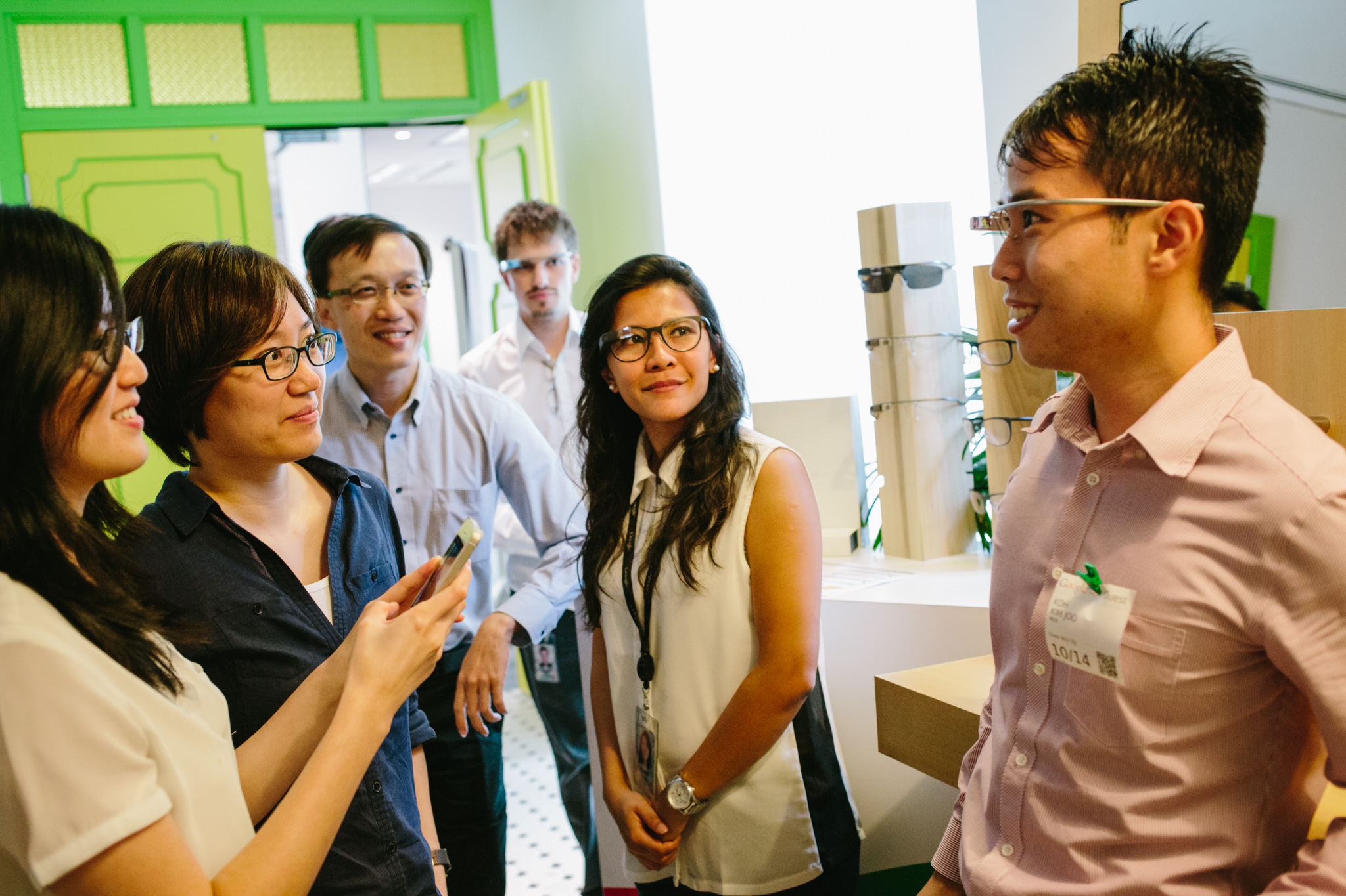 In October 2014, attendees at a event hosted by Google Singapore demoed Glass.