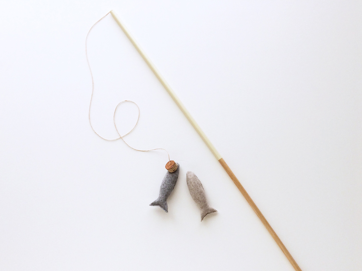 Magnetic fishing rod set with fish lures