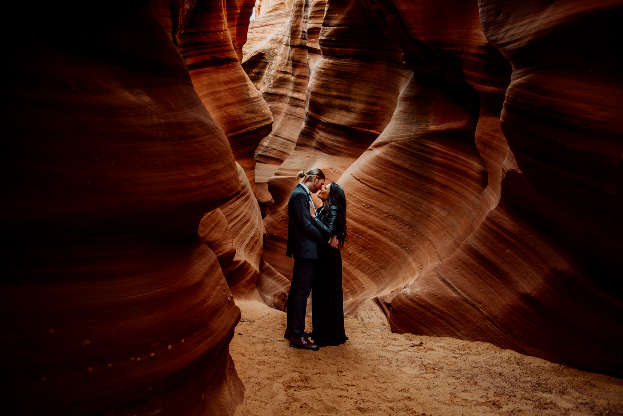 A stunning elopement wedding in the Waterholes slot canyons