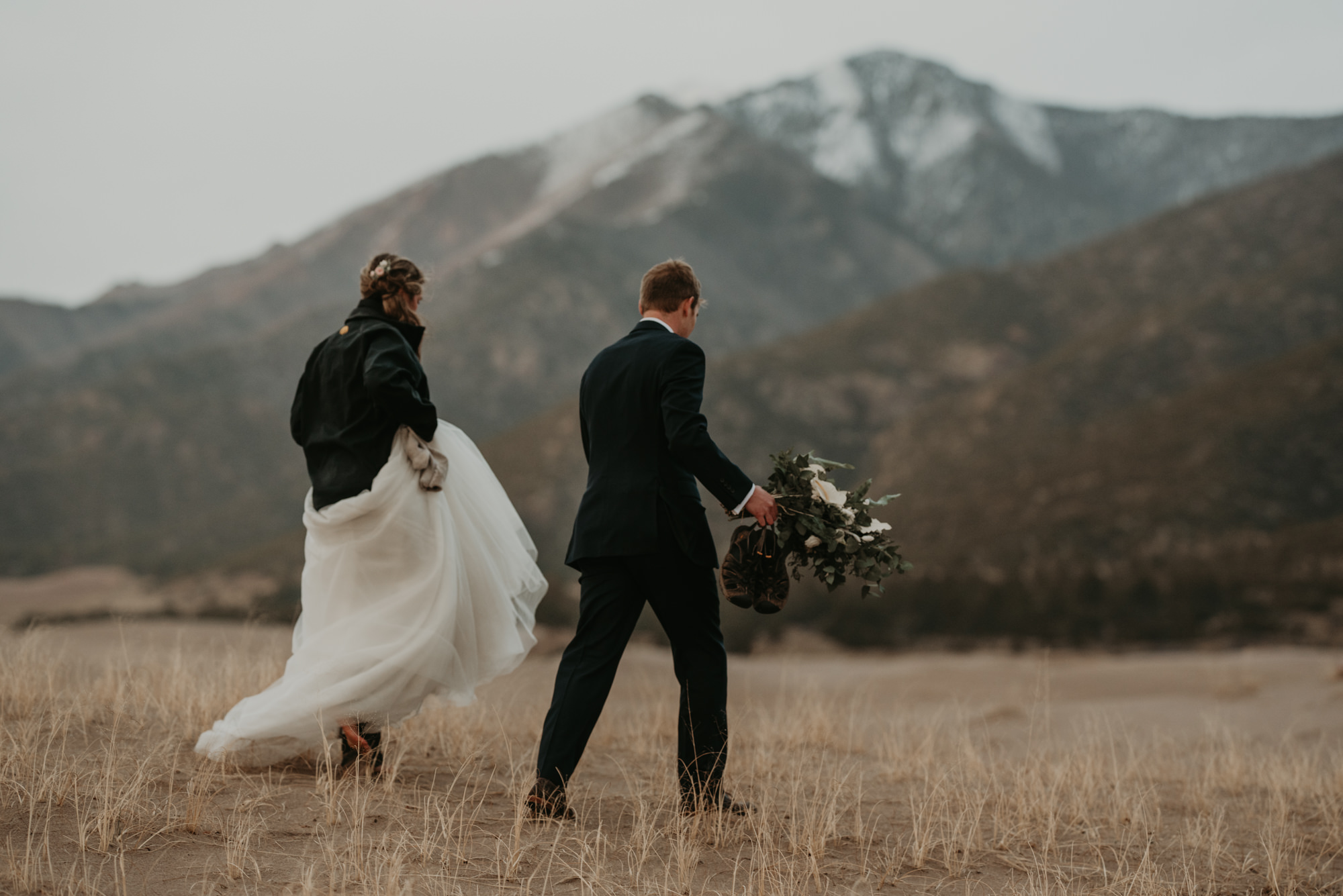 Hiking elopement weddings are just about you.