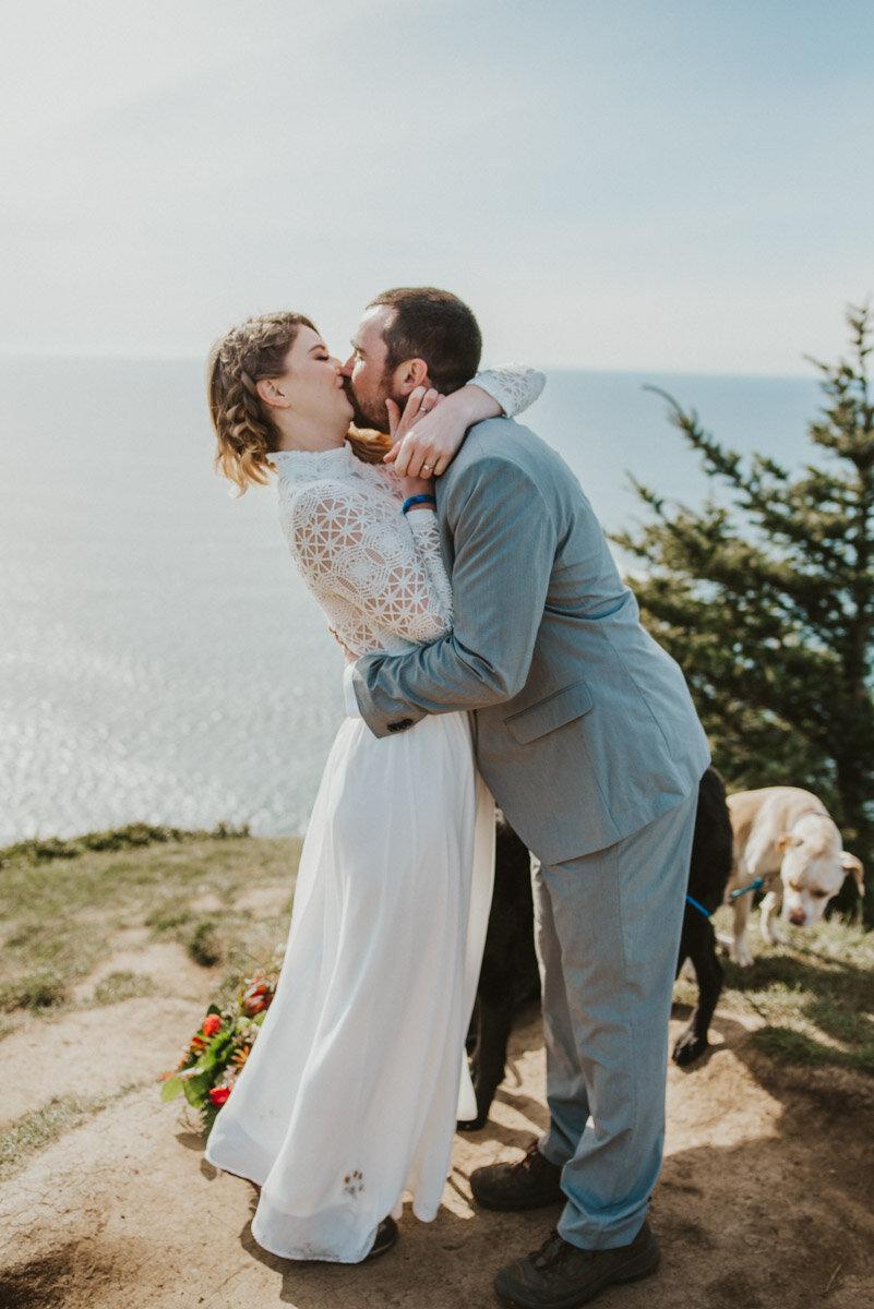 Oregon coast wedding ceremony.