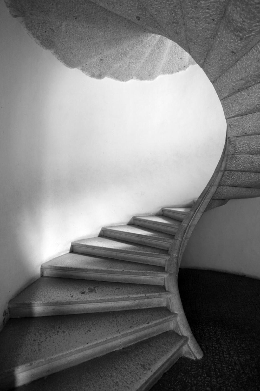 stairs b&w.jpg