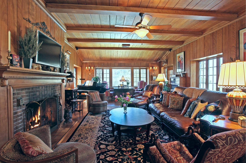 living room3 w fire.jpg