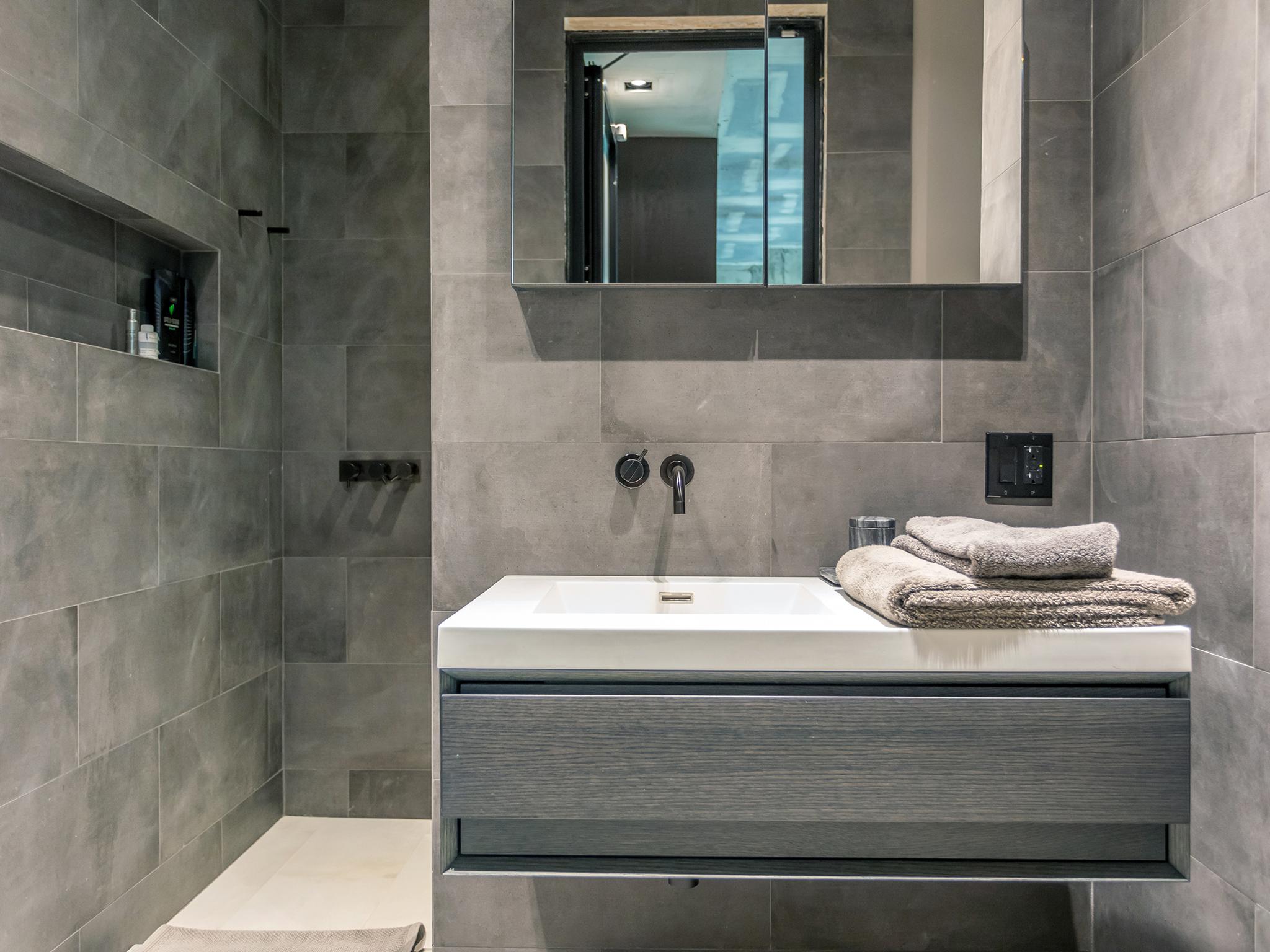 bathroom5_sm.jpg